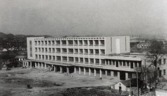 1983年,拨款115万元筹建门诊大楼和传染科病房。