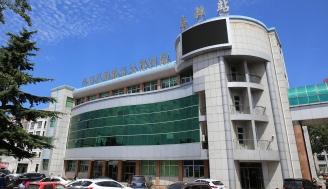 2002年,医院6000m2影像楼投入使用。